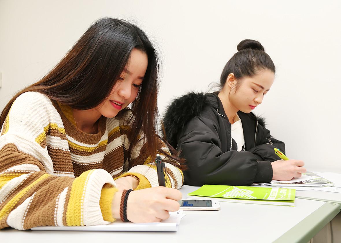 中級から超上級まで能力別の日本語授業