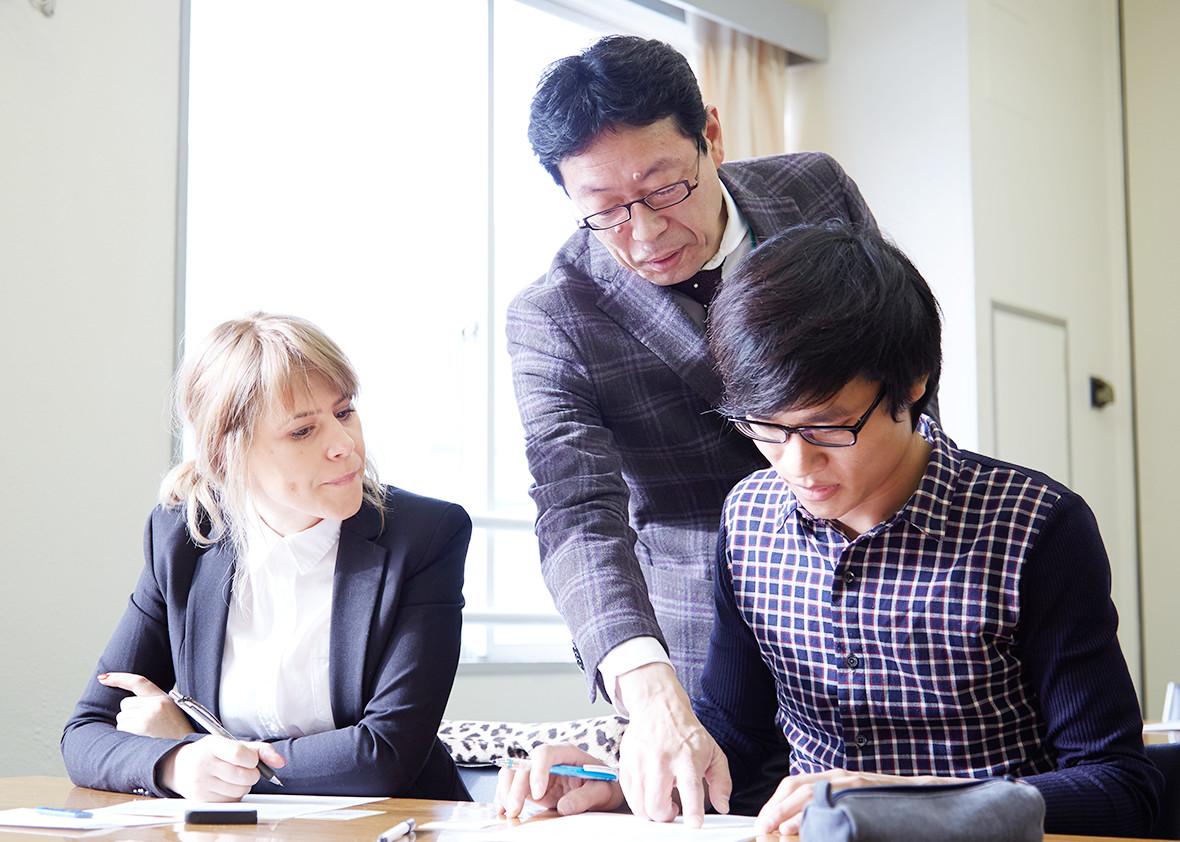 就職指導の専門講師が個別指導を実施